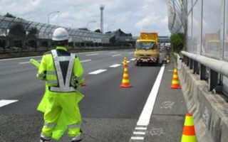 東名高速道路 上り線 付加車線規制(厚木営業所)