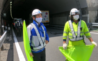 中央自動車道 下り線 走行車線規制(松本営業所)